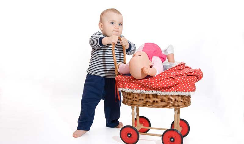 Детски кукли за момчета - какво се крие зад това